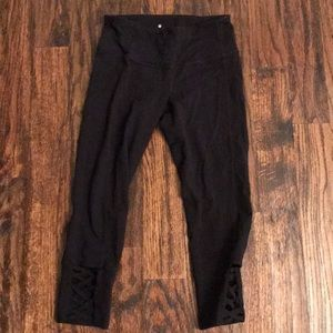 Athletes black cropped Capri leggings
